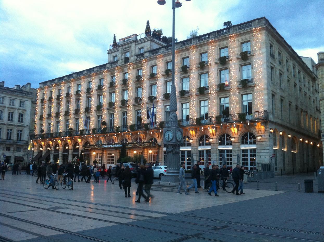 horloge place comédie à Bordeaux