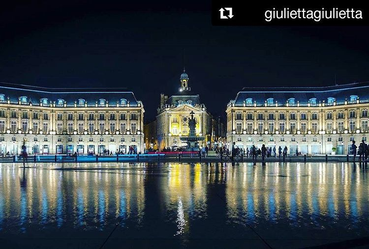 Miroir deau de nuit  Bordeaux photo giulettagiuletta
